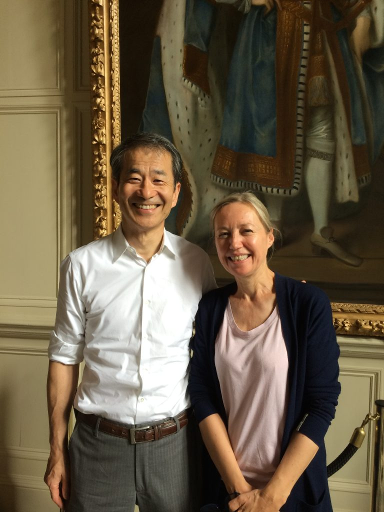 From the left, Prof. Mikami and Prof. Veronique Gouverneur from University of oxford.